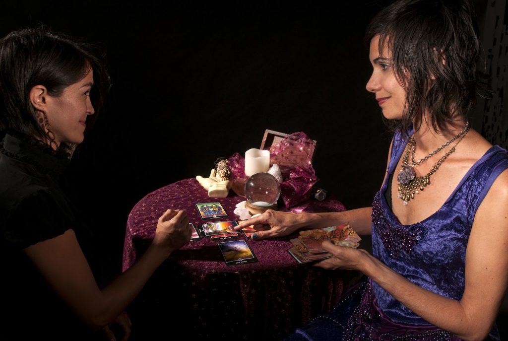 Giải Quyết Những Vướng Mắc Hiện Tại Nhờ Bói Bài Tarot 3